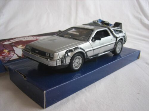 DMC_DeLorean_Back_to_the_Future_II_1983_wly22441_Jagersma_Miniaturen_Modelauto's