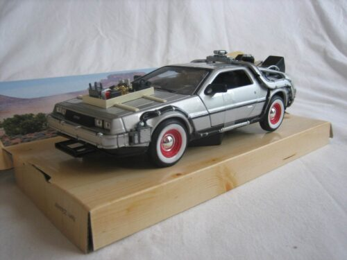 DMC DeLorean Back to the Future_3_III_wly22444_Jagersma_Miniaturen_Modelauto's
