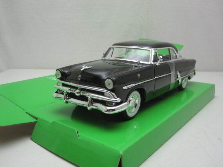Ford_Crestline_Victoria_1953_wly22093bk_Jagersma_Miniaturen_Modelauto's