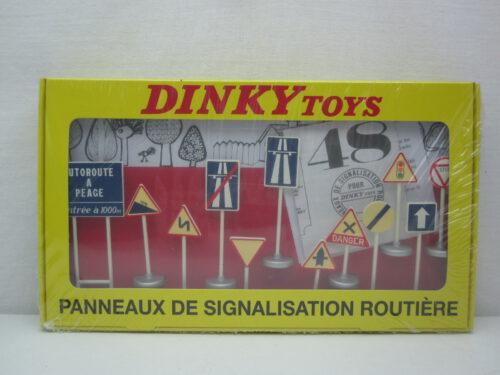 Verkeersborden_set_van_12_stuks_Dinky_toys_#593_atl2267984_Jagersma_Miniaturen_Modelauto's
