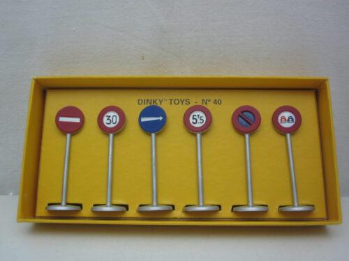 Verkeersborden_set_van_6_stuks_dinky-toys_#40_atl2083985_Jagersma_Miniaturen_Modelauto's
