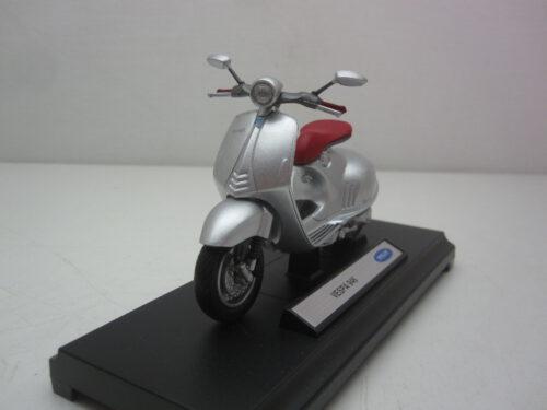 Vespa_946_2014_wly12849wp_Jagersma_Miniaturen_Modelauto's