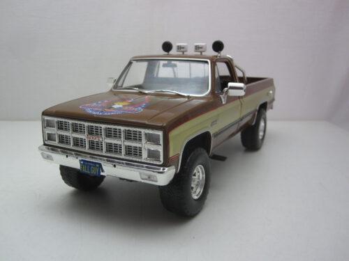 GMC_K-2500_Sierra_Grande_Wideside_Fall-Guy_stuntman_association_1982_gl13560_Jagersma_Miniaturen_Modelauto's
