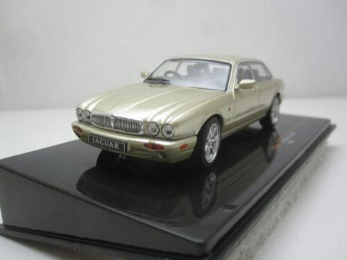 Jaguar_XJ8_X308_1998_ixoclc346N_Jagersma_Miniaturen_Modelauto's