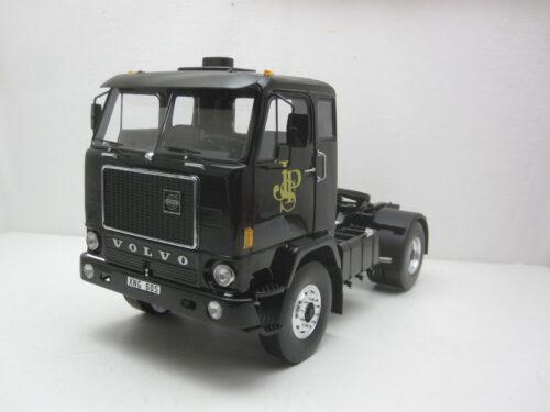 Volvo_F88_trekker_JPS_Racingteam_John_Player_Special_1971_mcg18217_Jagersma_Miniaturen_Modelauto's