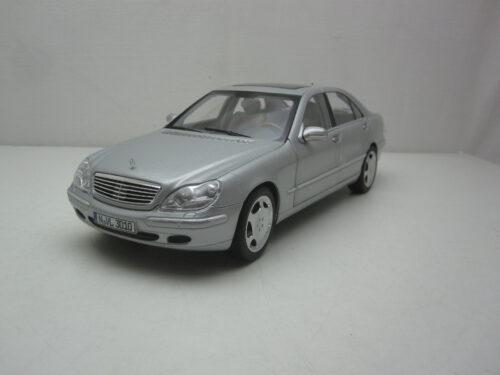 Mercedes-Benz_w220_S600_w12_1998_nor183810_Jagersma_Miniaturen_Modelauto's